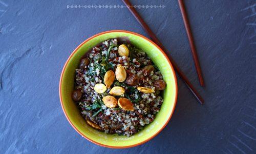 Quinoa con tarassaco, pepe voatsiperifery e uvetta