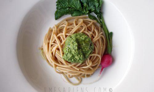 Spaghetti di farro al pesto di foglie di ravanelli e noci