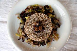 Grano saraceno con radicchio, verza e olive