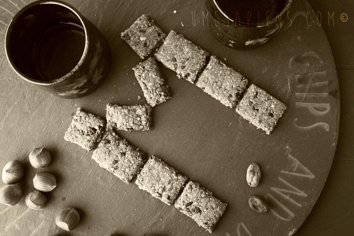 biscotti all'avena e nocciole e fave di cacao