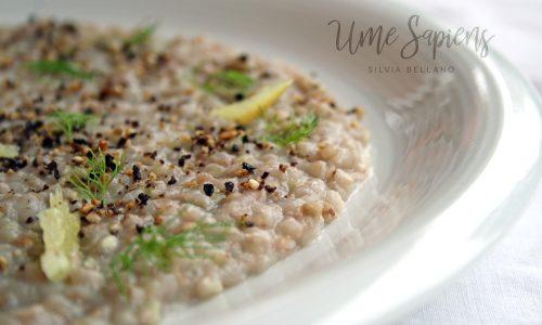 Grano saraceno in crema di finocchi e mandorle, polvere di olive nere e limoni fermentati