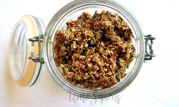 Granola di avena e grano saraceno alla carruba