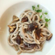 Pici con funghi shiitake freschi (con pasta madre)