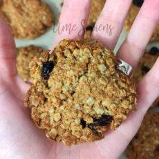 Cavoli a merenda: Cookies avena e uvetta al cocco